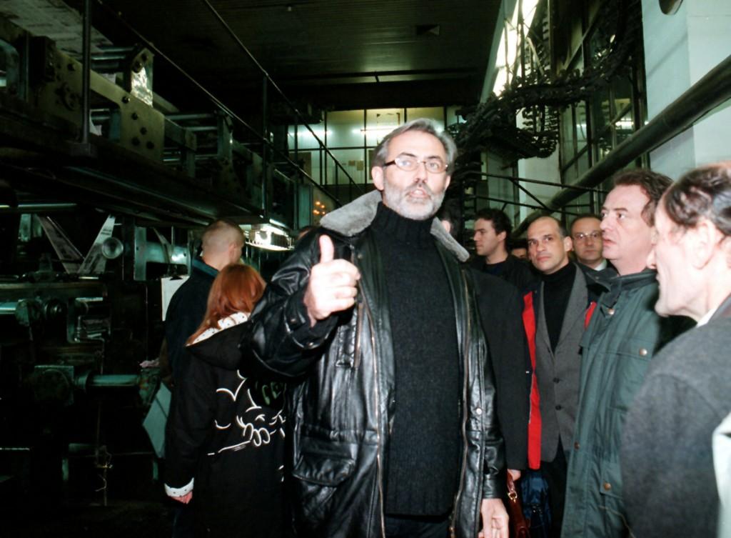 Slavko Curuvija u stampariji (zabranjeno stampanje DT) photo Predrag Mitic