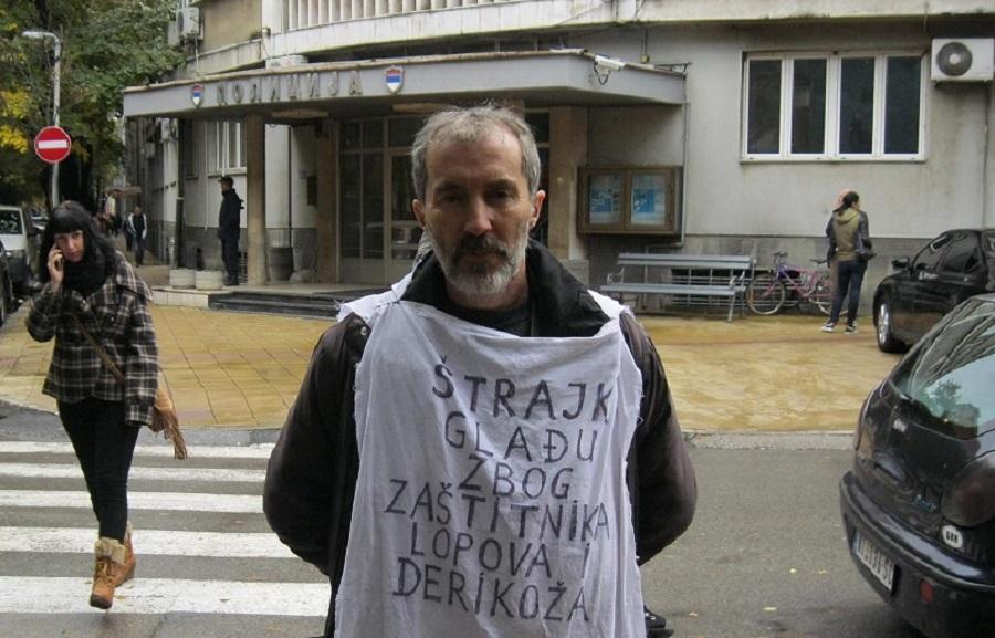 Jovica Vasić ispred zgrade policijske uprave u Nišu, foto: Stefan Marković