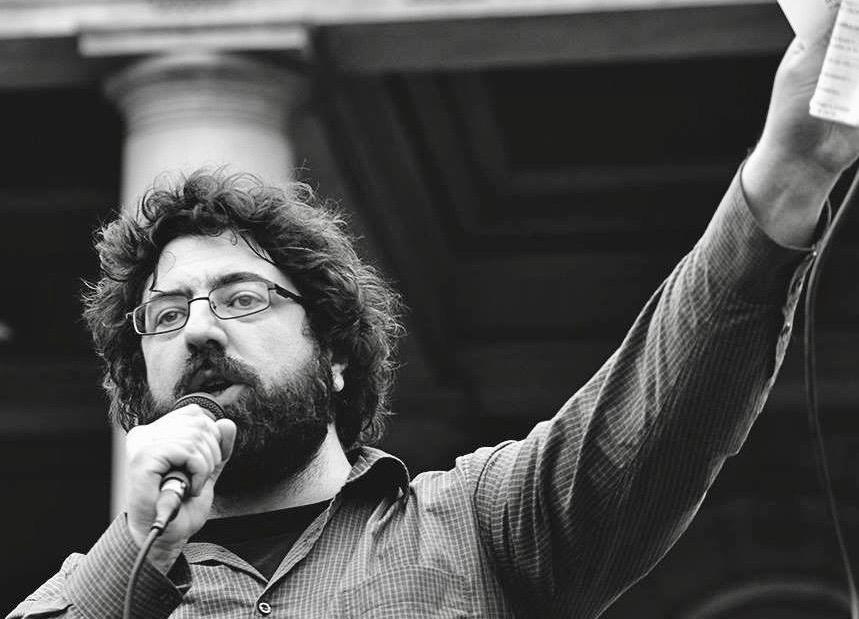 Lazović govori na jednom od protesta Inicijative NDM BGD