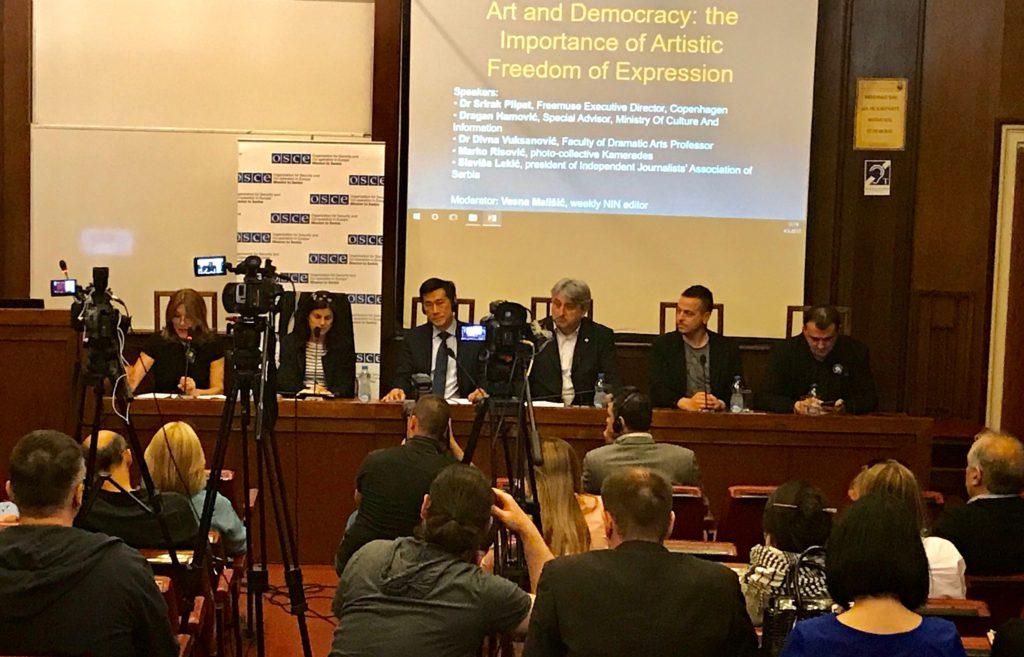 Učesnici konferencije Umetnost i demokratija: Značaj slobode izražavanja u umetnosti (foto: Perica Gunjić / Cenzolovka)
