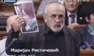 Ponovo mahanje fotografijama u Skupštini, sada i Rističević proziva novinare