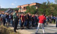 Novinarstvo u doba kolere: U Vučićevom rijalitiju na Kosovu novinari glumili glinene golubove