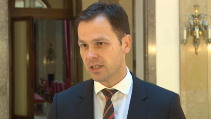 RTS i Tanjug izmenili vest o doktoratu Siniše Malog. CINS odbio isti predlog iz kabineta ministra