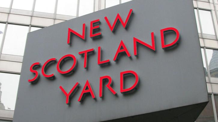 Novinari kao dežurni krivci: Policija preti medijima i u Velikoj Britaniji