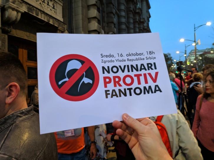 """Održan protest """"Novinari protiv fantoma"""" ispred Vlade Srbije (FOTO, VIDEO)"""